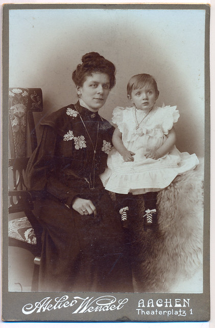 Fam.Braun-5 (Mrs. Bertram and daughter - a friend og mother's) ca. 1915