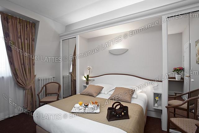 Chambre d 39 h tel avec un plateau petit d jeuner france - Plateau petit dejeuner ikea ...