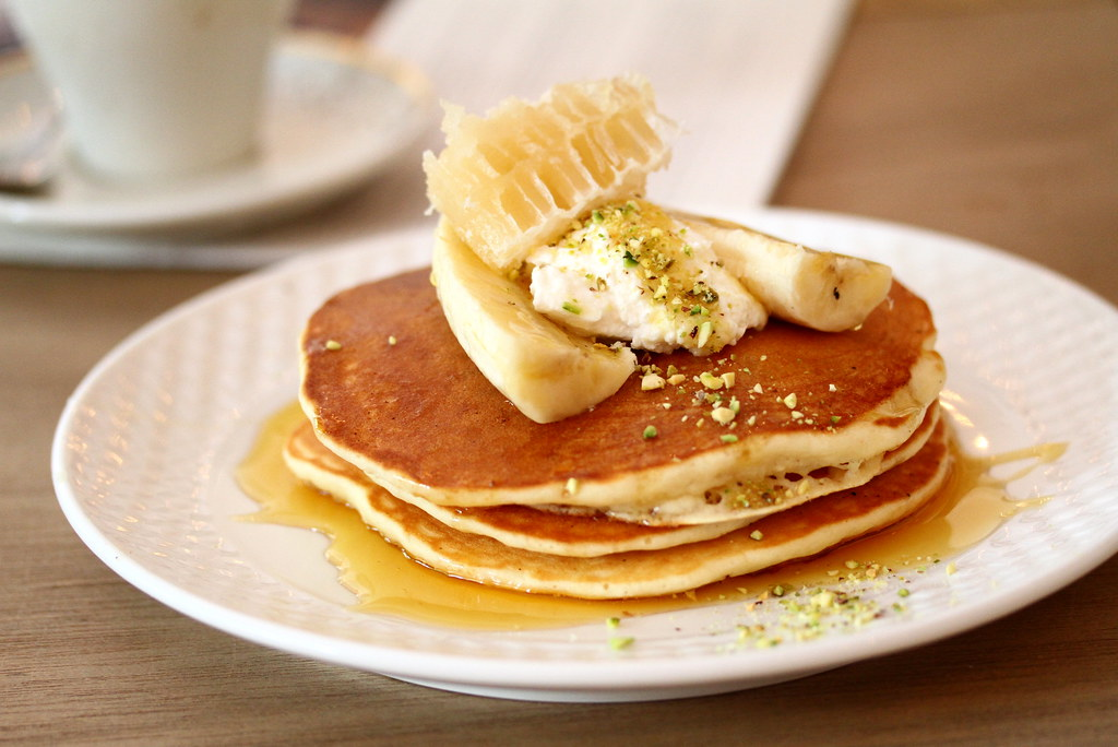 Food Guide to Jalan Besar & Lavender: The Bravery's poached eggs and pancakes