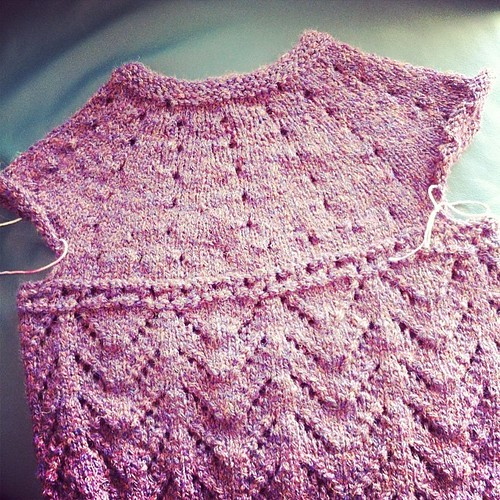 The yoke of the cardigan I'm working on:) Lo sprone del cardigan su cui sto lavorando:)