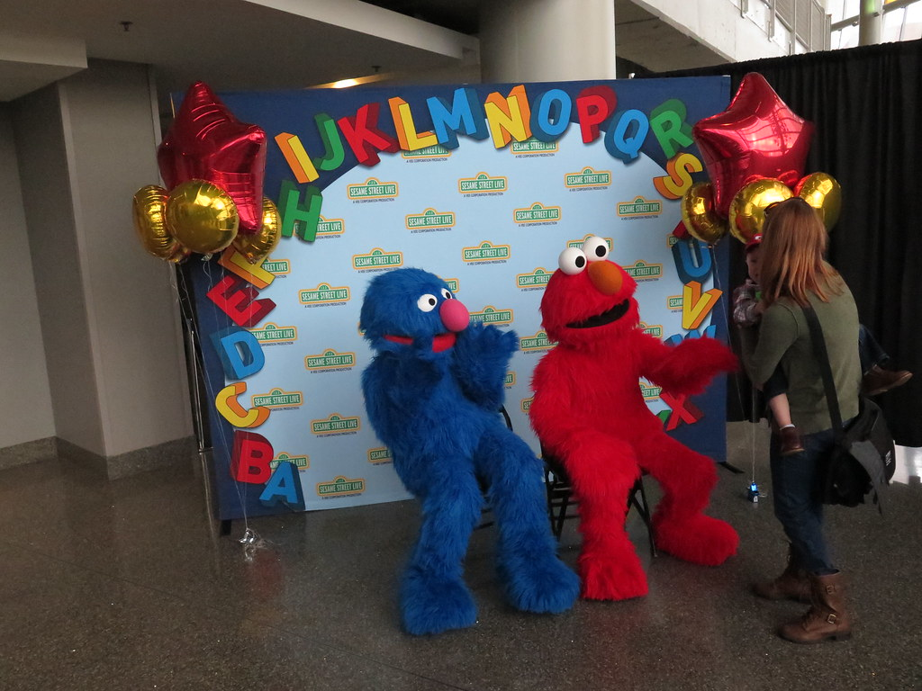 Sesame Street Live: Make a New Friend - Meet and Greet
