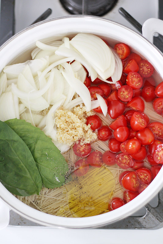 one-pot pasta with tomatoes + basil