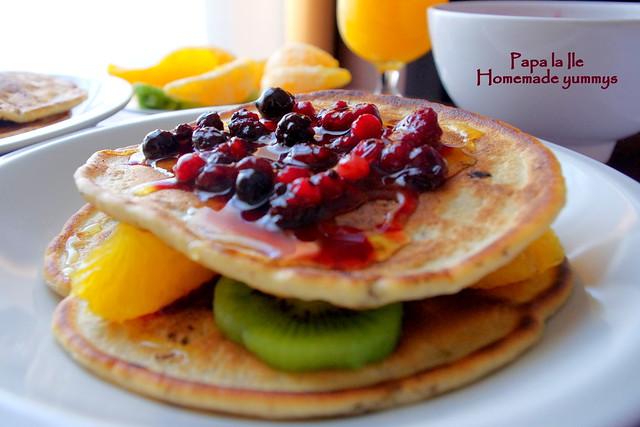 Pancakes cu ciocolata si fructe (16)