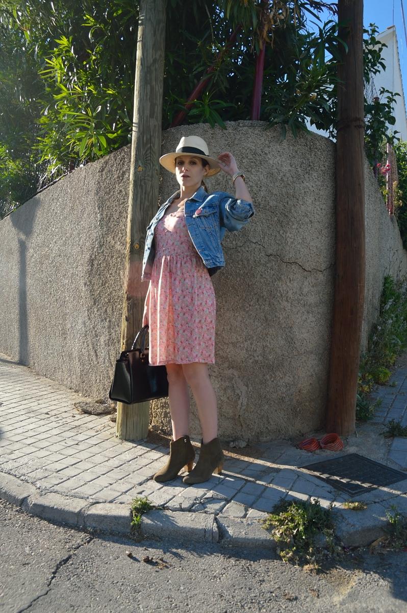 lara-vazquez-madlula-blog-style-pink-dress-flowers-hat