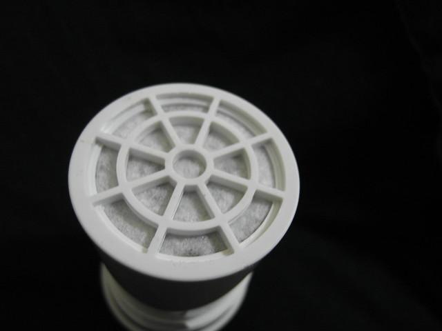 濾心另一端,看得到濾棉與黑色活性碳@ALYA歐漾龍頭式淨水器