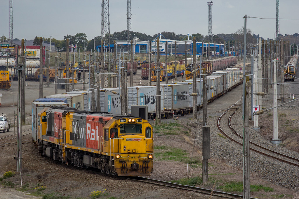 DXB 5114 and DFM 7145 Palmerston North NZ by John Voss