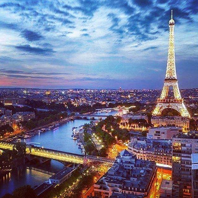 Eiffel Tower at Sunset. Paris - France #eiffeltower #paris #france #europe #travel #adventure #wanderlust #world #discover #IGEarth #backpacking #travelgram #instaworld #instatravel #fernweh #aroundtheworld #tourist #traveltheworld #beautifuldestination