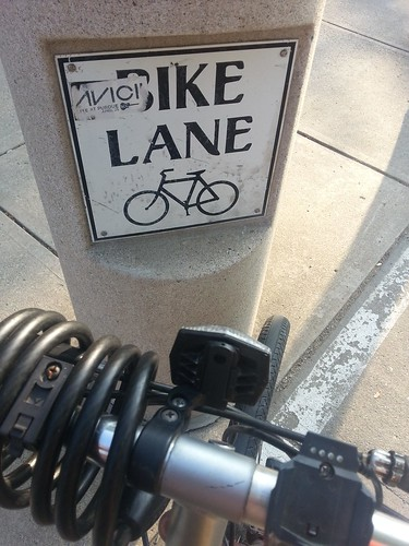 Bike lane sign with the letter B hidden