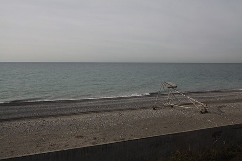Empty for winter: the Black Sea shoreline at Нижнее Учдере (Nizhnee Uchdere)