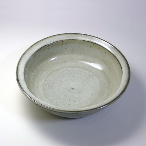 ふもと窯「8寸鉢/藁灰釉縁付鉢」