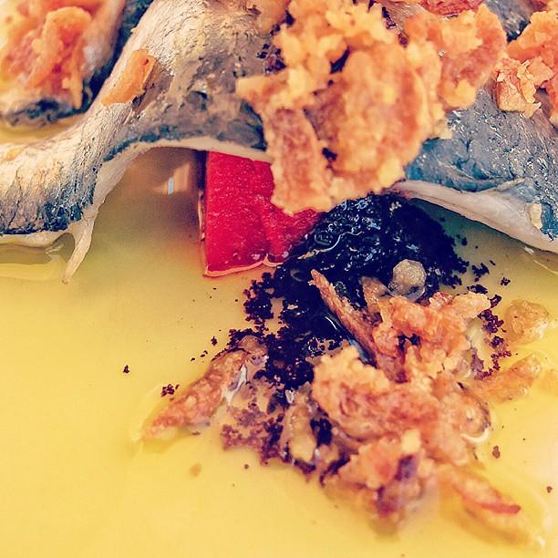 Sardinas con cebolla bis detalle del pur de pimientos for Canape de pate con cebolla caramelizada