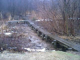 水口谷湿原は,秋に木道が改修された.