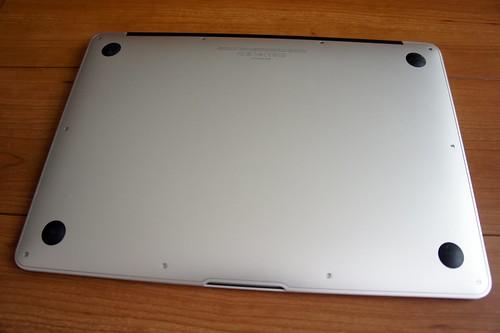 MacBook Airを裏返し