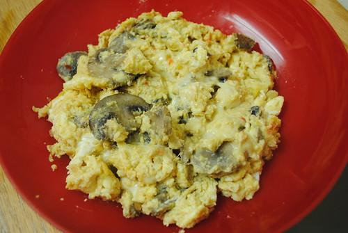 hummus and mushroom scramble (2)