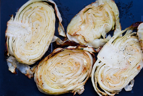 Garlic-rubbed roasted cabbage steaks. Ahjus küpsetatud kapsaviilud.