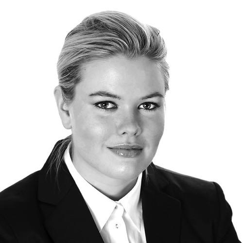 Maria Carlund, Fastighetsmäklare by photographer Hans Wessberg