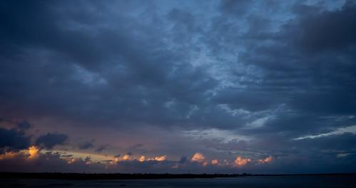 lorsque le ciel flamboie...2 clichés by ime-imisa .....fatiguée.......