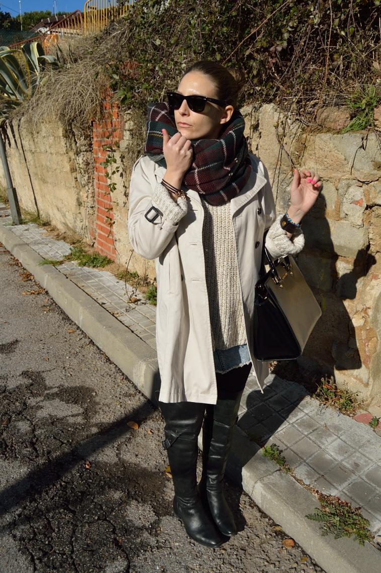 lara-vazquez-madlula-blog-trench-tartan-foulard-classic-chic