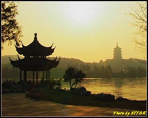 杭州 西湖 (其他景點) - 537 (西湖十景之 柳浪聞鶯 在這裡準備觀看 西湖十景的雷峰夕照 (雷峰塔日落景致)