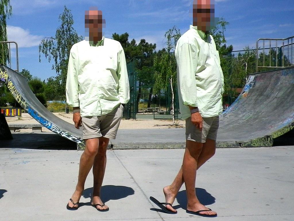 Pantyhose and flip flops. Pantys con chanclas