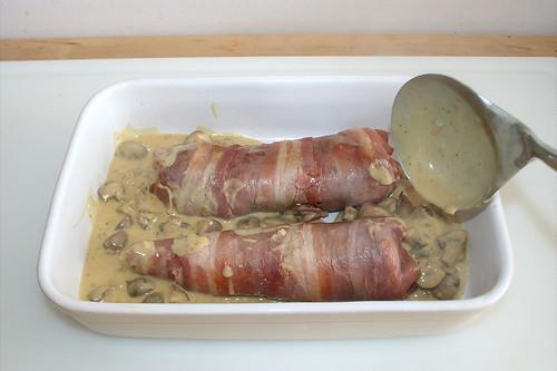 41 - Sauce zur Lende geben / Add sauce to loin
