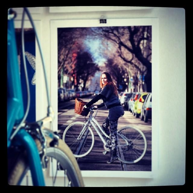 Já foram à exposição de fotografias do #diáriodelisboa no #velocitecafe ? http://www.lisboncyclechic.com/2014/03/a-exposicao-do-diario