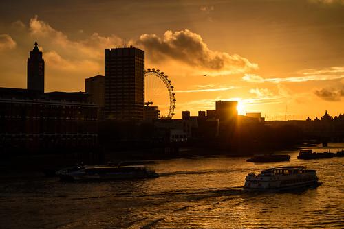 uk light sunset england sky bird london water thames clouds river boats gold sonnenuntergang unitedkingdom silhouettes himmel wolken londoneye boote southbank oxotower