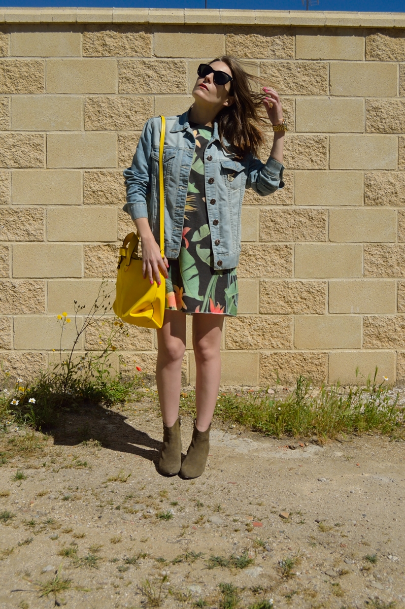 lara-vazquez-madlula-blog-fashion-trends-tropi-yellow-easy-look
