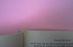 Roland Barthes, Variazioni sulla scrittura. Einaudi 1999. [Responsabilità grafica non indicata]. Indicazione del titolo del capitolo: precede la numerazione della pagina dispari: pag. 9: pag. 1 (part.), 1