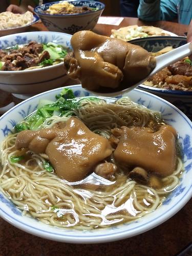 高雄美食推薦_高雄餐廳推薦_高雄小王牛肉麵_非牛料理推薦_豬腳麵推薦 (1)