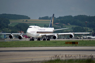 Singapore Airlines Boeing 747-412 9V-SPE