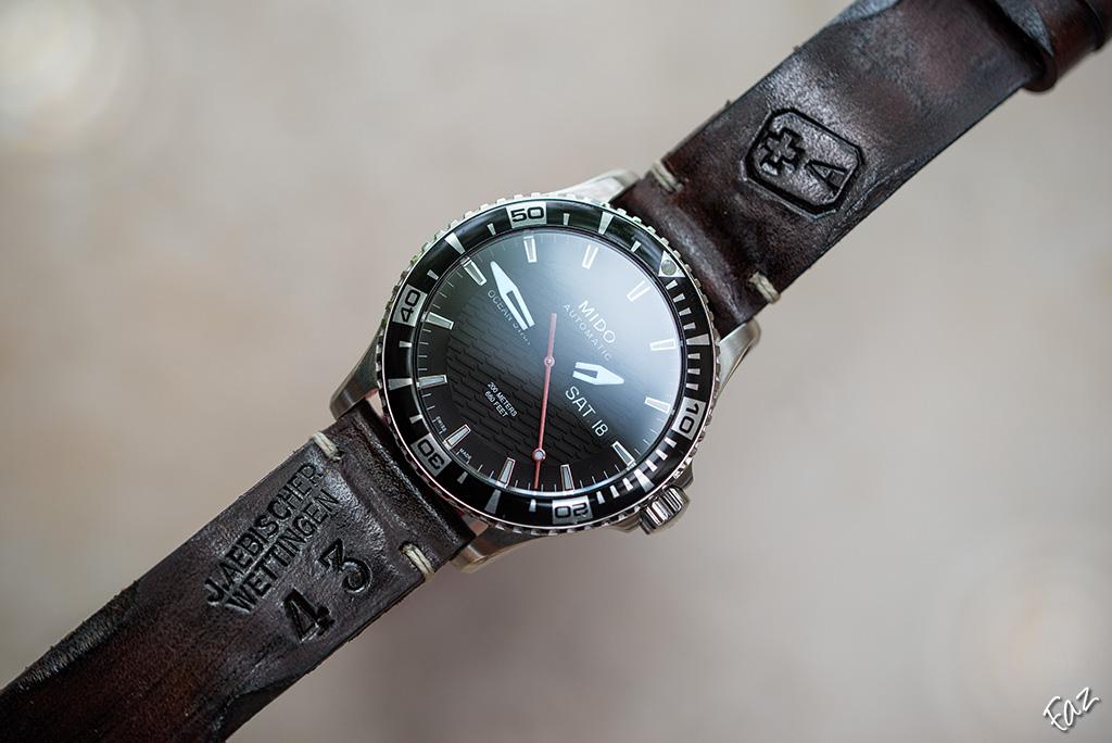 Comment s'appelle ce type de bracelet en cuir ? 27746893115_7e7038d47c_b