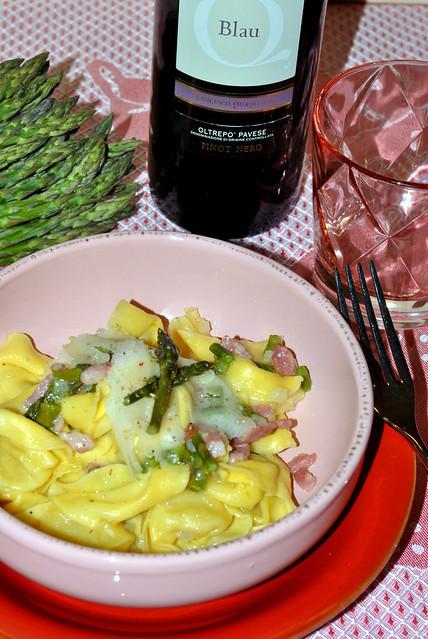 Tortelloni ai formaggi con asparagi pancetta raspadura 2