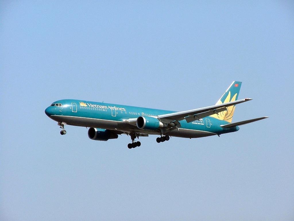 1084536461_VN-A762_Boeing-767-324ER_Vietnam-Airlin