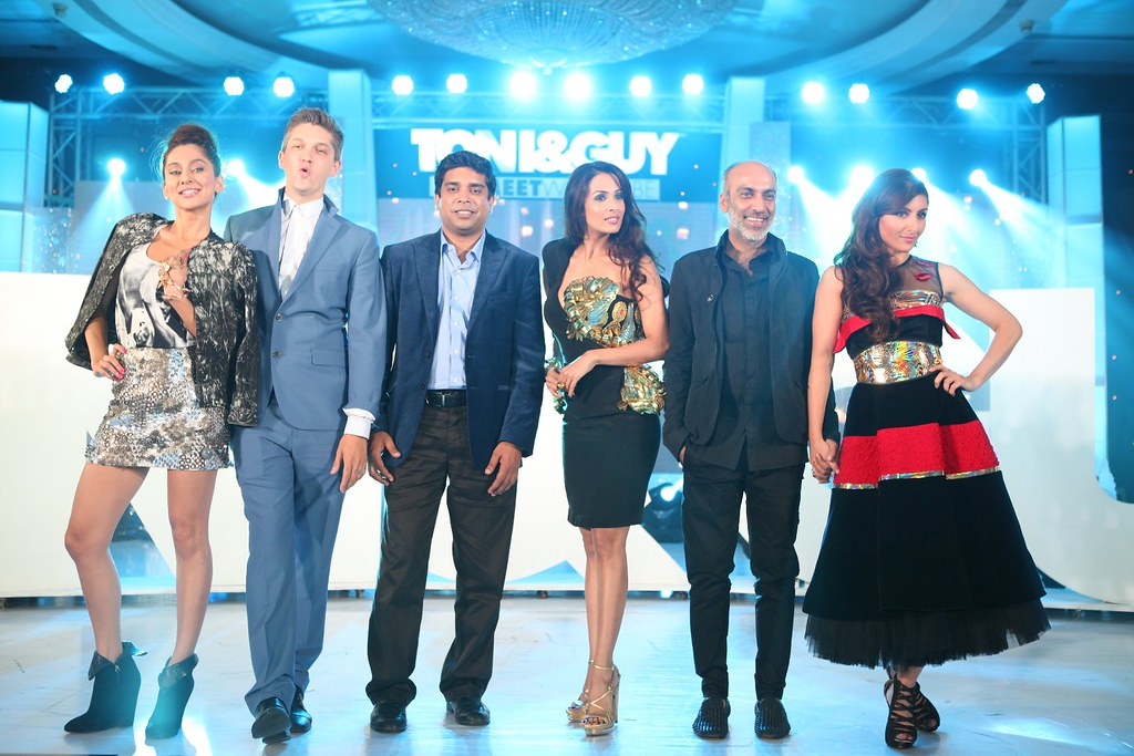 TONI&GUY HairMeetWardrobe Launch_Anusha Dandekar, Mark Hampton, Srinandan Sundaram, Malaika Arora Khan, Manish Arora and Soha Ali Khan