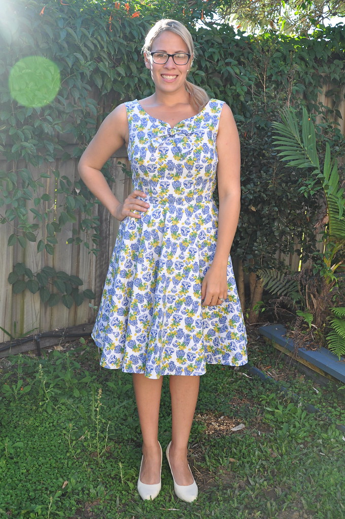 sew bossy initiative dress retro vintage butterick 5748 white blue floral lemon yellow vase print