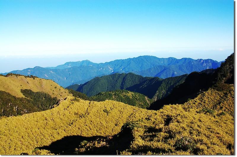 北望樂山加里山(From 大雪北)