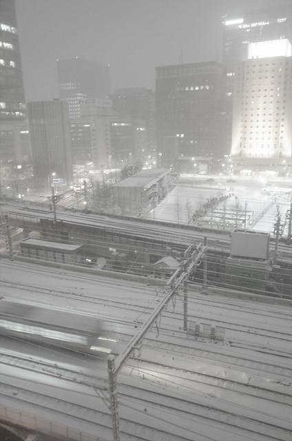 snowstorm at Tokyo Station 02