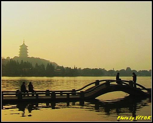 杭州 西湖 (其他景點) - 528 (西湖十景之 柳浪聞鶯 在這裡準備觀看 西湖十景的雷峰夕照 (雷峰塔日落景致)