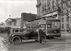 Traffic cops in front of streetcar at the Treasury Building in 1913