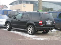saab 9-7x(0.0), automobile(1.0), automotive exterior(1.0), sport utility vehicle(1.0), vehicle(1.0), compact sport utility vehicle(1.0), ford expedition(1.0), bumper(1.0), ford(1.0), land vehicle(1.0),