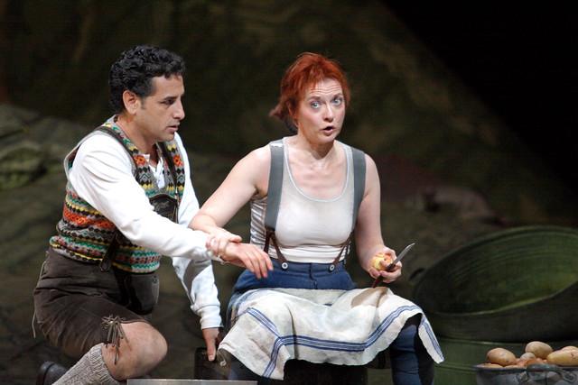 Patrizia Ciofi as Marie and Juan Diego Flórez as Tonio in La Fille du régiment © ROH / Catherine Ashmore 2014