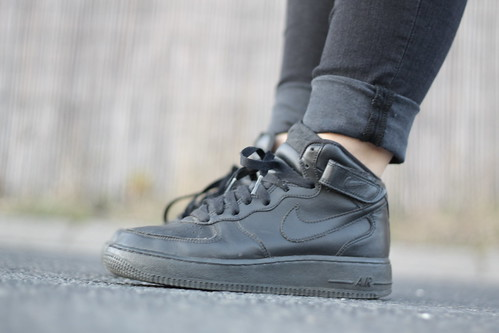 Nike Air Force Schwarz Outfit