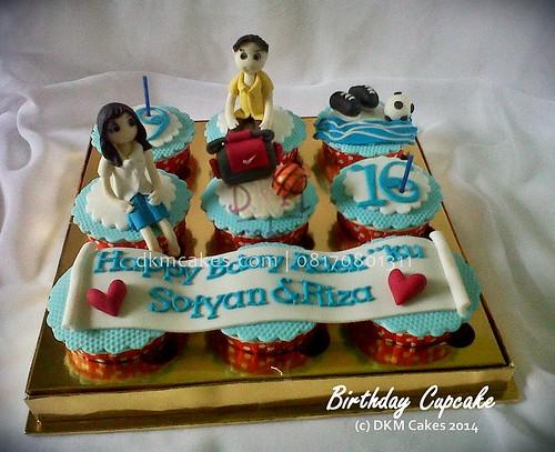 cupcake basket, cupcake sepak bola, DKM Cakes telp 08170801311, DKMCakes, untuk info dan order silakan kontak kami di 08170801311 / 27ECA716  http://dkmcakes.com,  cake bertema, cake hantaran,   cake reguler jember, custom design cake jember, DKM cakes, DKM Cakes no telp 08170801311 / 27eca716, DKMCakes, jual kue jember, kue kering jember bondowoso   lumajang malang surabaya, kue ulang tahun jember, kursus cupcake jember, kursus kue jember,   pesan cake jember, pesan cupcake jember, pesan kue jember,   pesan kue pernikahan jember, pesan kue ulang tahun anak jember, pesan kue ulang tahun jember, toko   kue jember, toko kue online jember bondowoso lumajang,   wedding cake jember,pesan cake jember, beli kue jember, beli cake jember