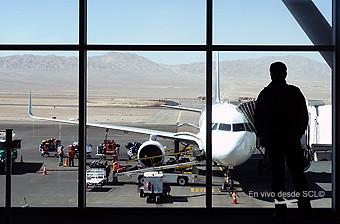 CJC pasajero con vista al avión (RD)