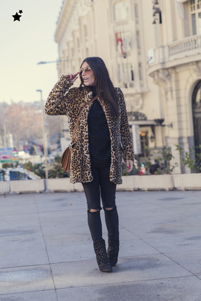street style barbara crespo leopard coat black inside hake bag zara boots fashion blogger outfit blog de moda