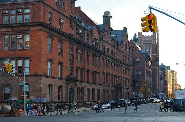 Excursión por los barrios de Nueva York, en la imagen, una de las avenidas principales de Harlem