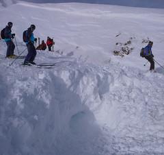 Odkopaliśmy człowieka pod 2.7m śniegu, po 1godz5min. Przeżył - to cud. Miał detektor, ale go nie właczył! (nie był od nas)
