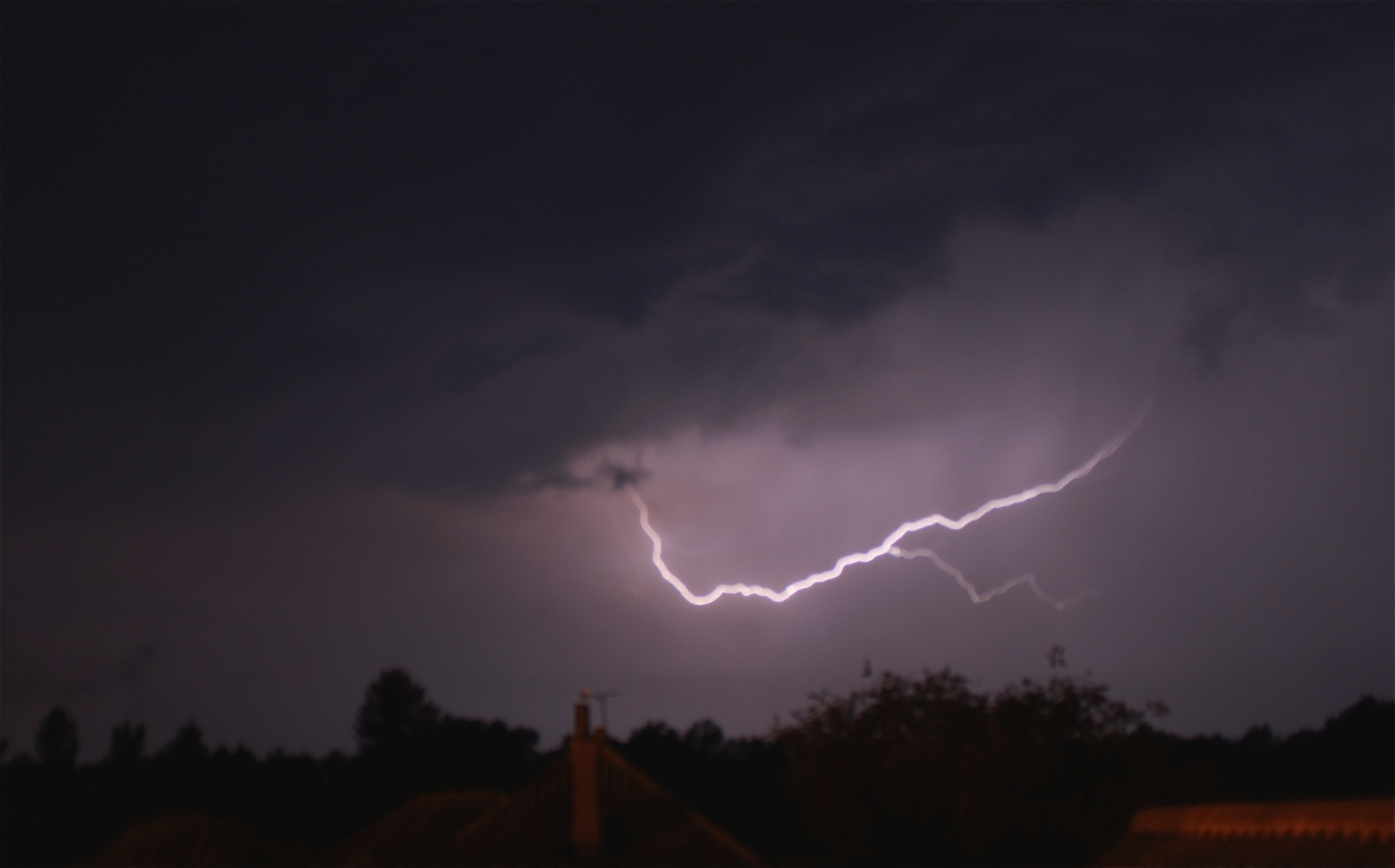 Nature photography challenge   Lightning   www.hannahemilylane.com