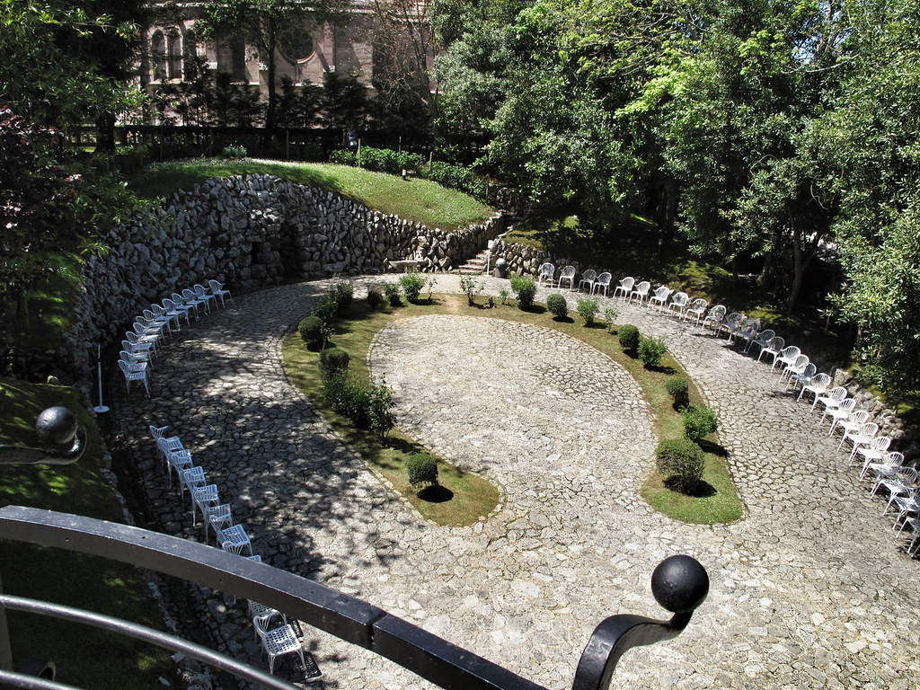 El-Capricho_jardin-herradur